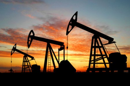 Цены на нефть растут, Brent подобралась к $65 за баррель