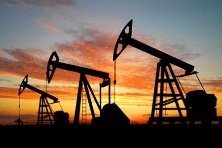 Нефть дешевеет, Brent пытается удержаться вблизи $73 за баррель