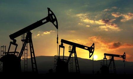 Цены на нефть стабильны в ожидании еженедельных данных по запасам сырья в США