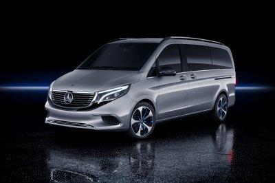 Минивен Mercedes-Benz EQV впервые заметили на улице (видео)