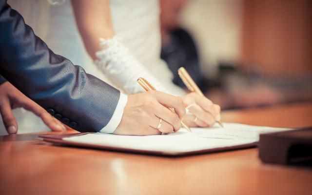 Две трети браков заключается в городах. И здесь же совершается три четверти всех разводов страны